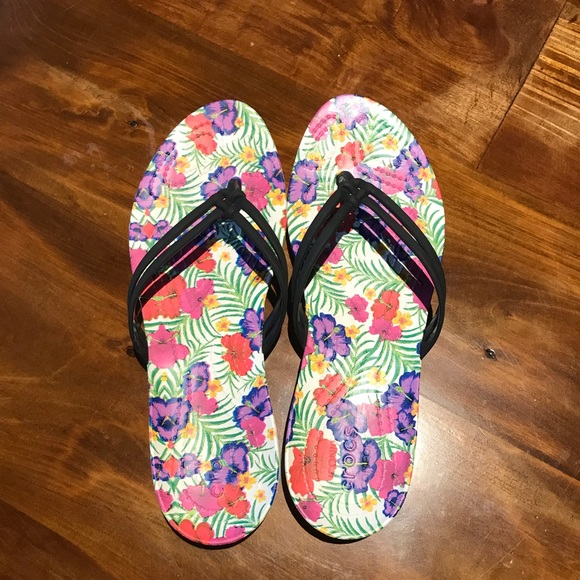 739ea2551 CROCS Shoes - Crocs Isabella Graphic Flip Flop size 8